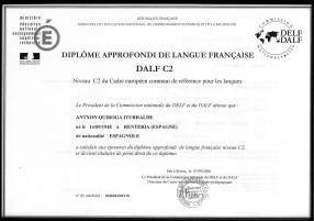 Diplômé de l'Alliance Française niveau supérieur C2.
